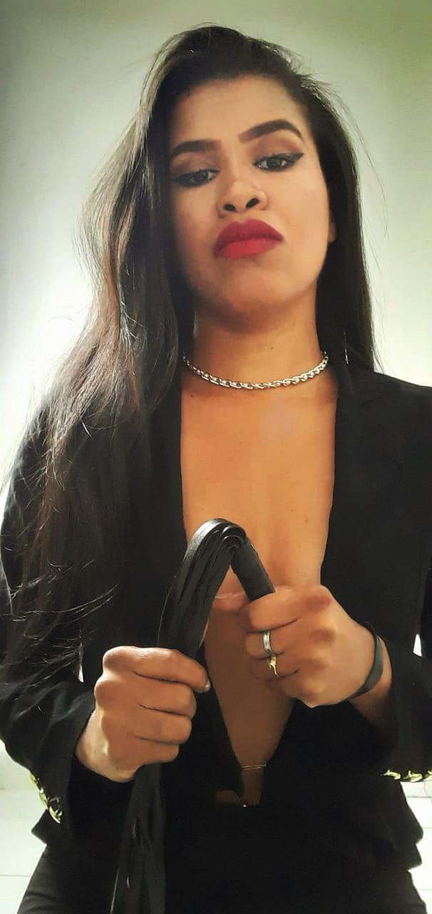 domme-julia-santos-11
